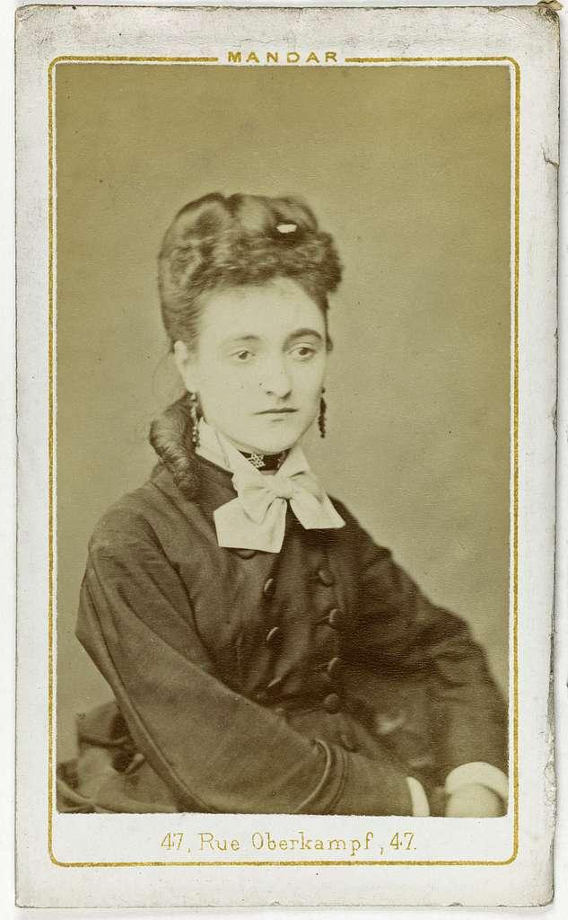 Portrait de Moremeuville, actrice.