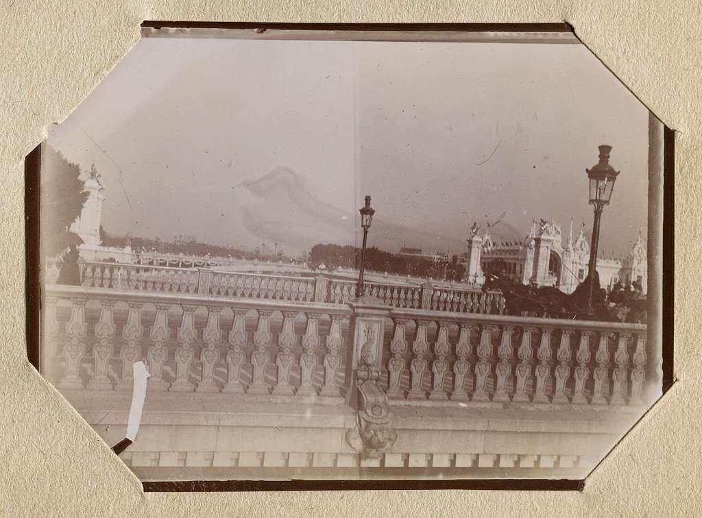 Album photographique amateur de l'Exposition Universelle de 1900 : [vue prise du trottoir roulant]