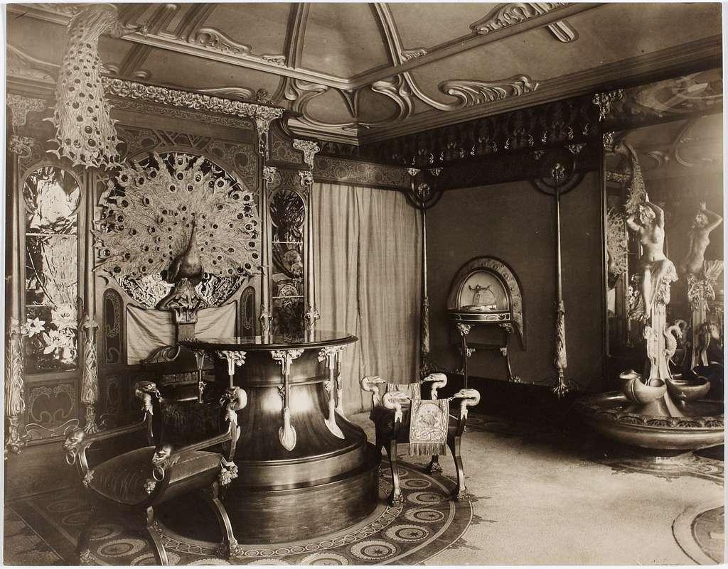 Intérieur de la boutique du joaillier Georges Fouquet, 6 rue Royale, actuel 8ème arrondissement, Paris. (1900-1922)